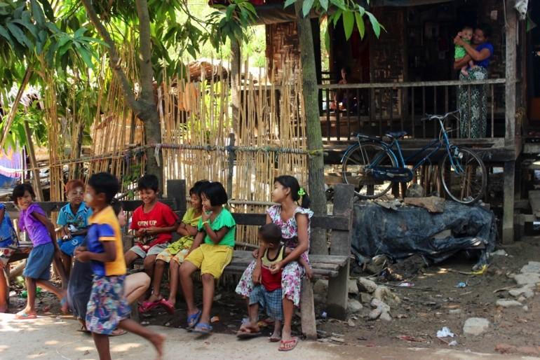 Bilu Kyun Ogre Island Myanmar Mawlamyine Kids People Locals