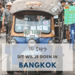 Tuktuk op straat in Bangkok.