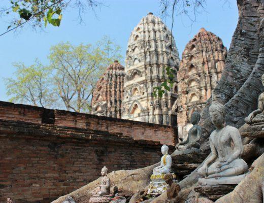 route door Thailand, Noord-Thailand, Sukhothai, tempels