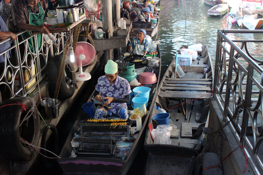 Route door Thailand, Bangkok, floating market