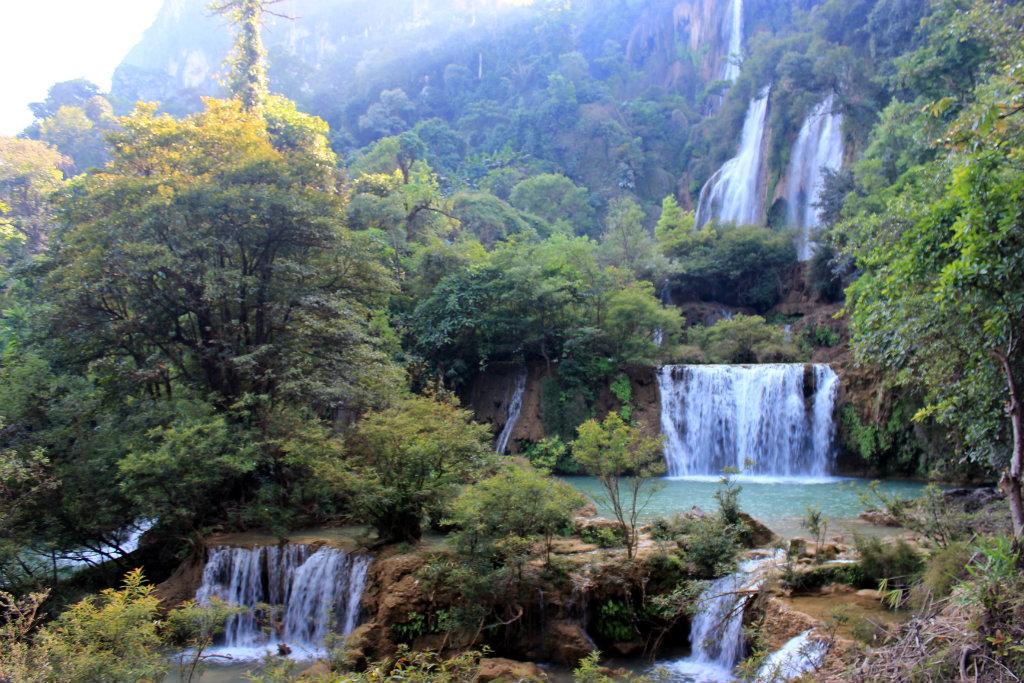 route door Thailand, Thi Lo Su, Thi Lo Su Waterfall, Umphang, Mae Sot, Thailand