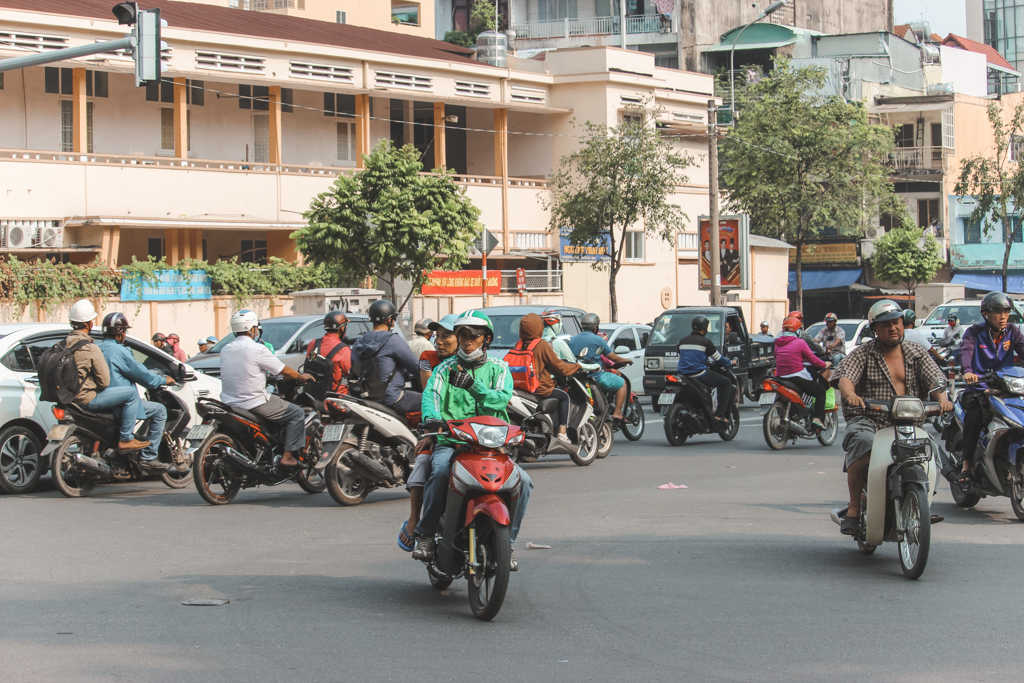 Ho Chi Minh City | Scooters | Vietnam | Backpacken