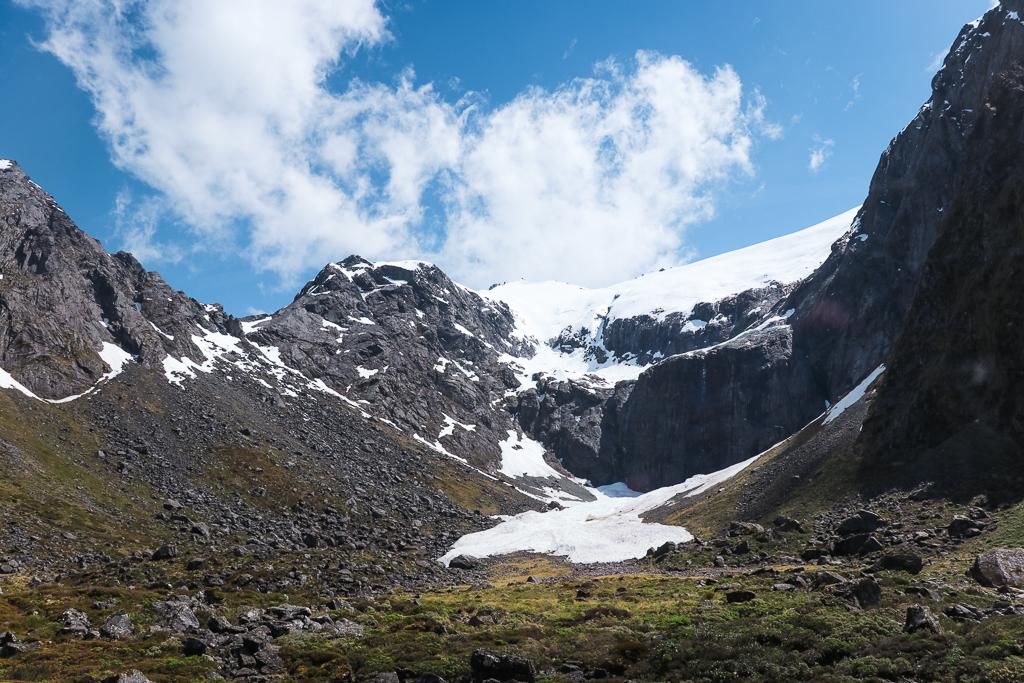 Tijdens je rit naar Milford Sound zie je verschillende glaciers en oude lawines.