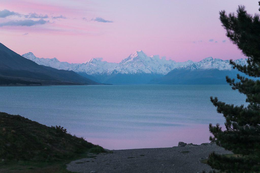 Zonsondergang Lake Pukaki op het Zuidereiland van Nieuw-Zeeland