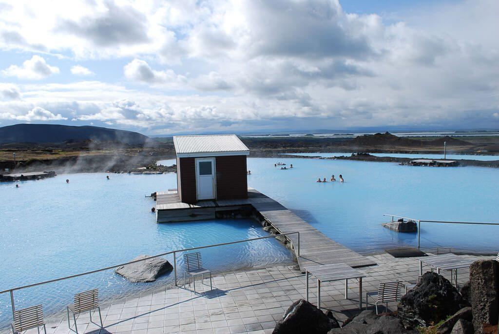 Huisje in midden van natuurlijk thermaalbad in Noord-IJsland.