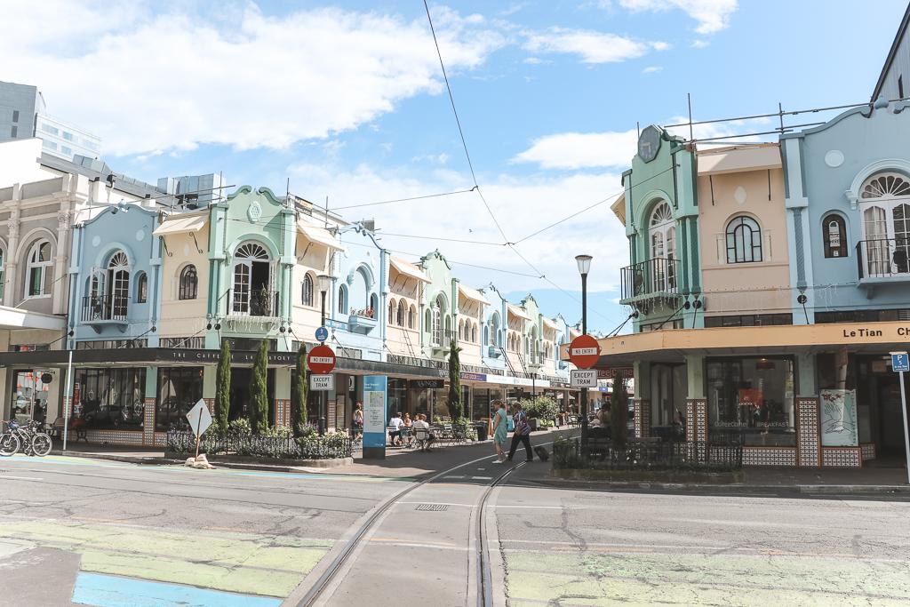 Mintkleurige huisjes met trambaan in Christchurch