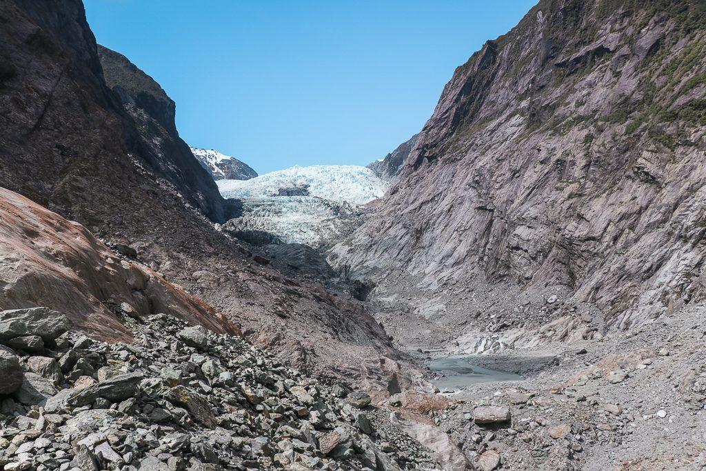 Grauwige gletsjer en rotsen bij Franz Josef Glacier