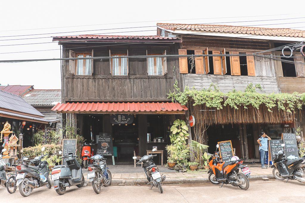 Oud houten huis in Koh Lanta Old Town.