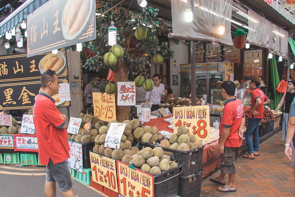 Markt waar ze fruit verkopen in Chinatown