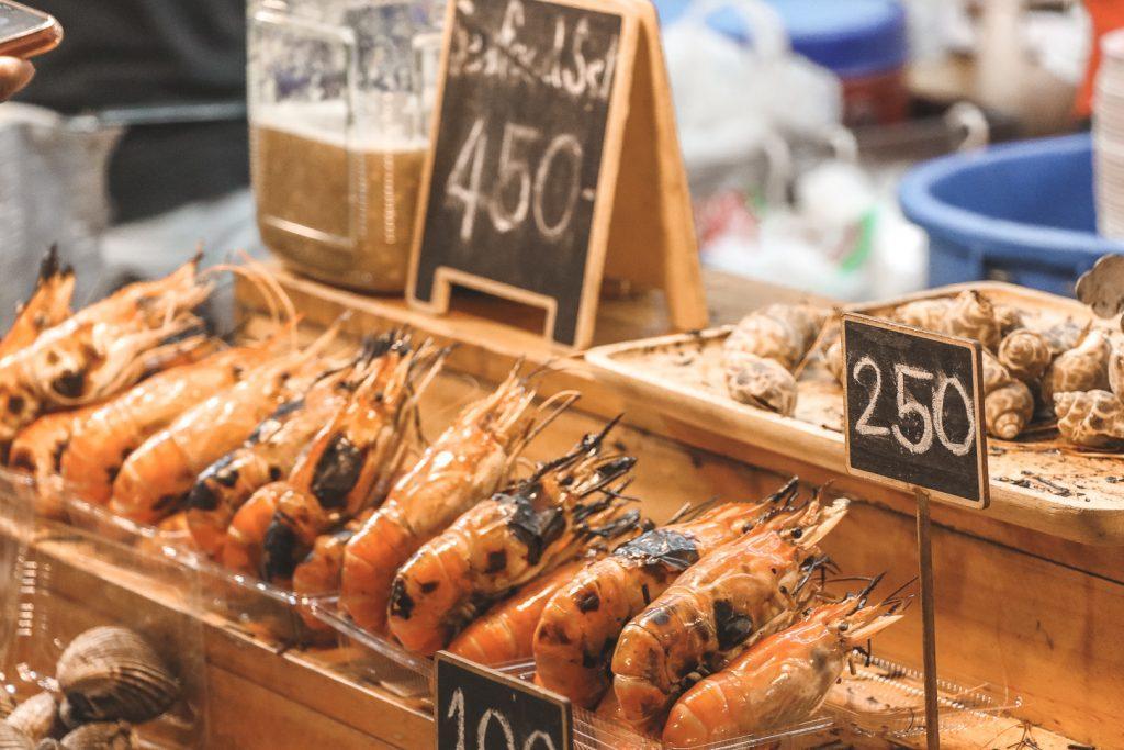 Garnalen op street food market