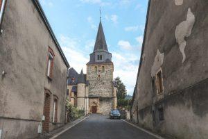 Stenen 15e eeuwse kerk in Monthermé