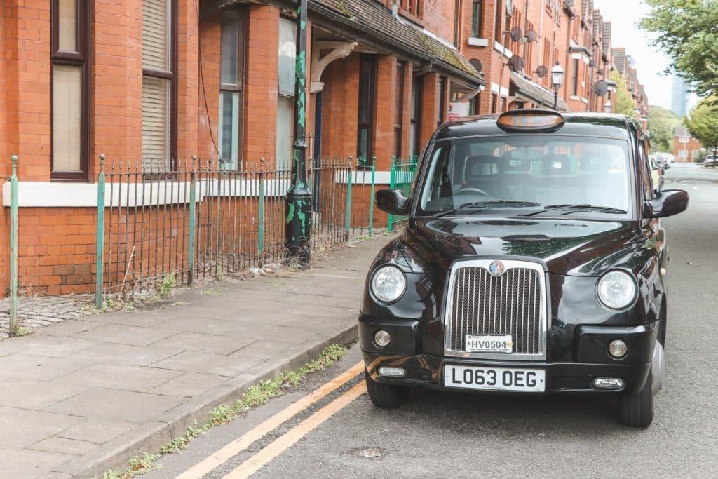 Zwarte Engelse taxi Manchester Taxi Tours