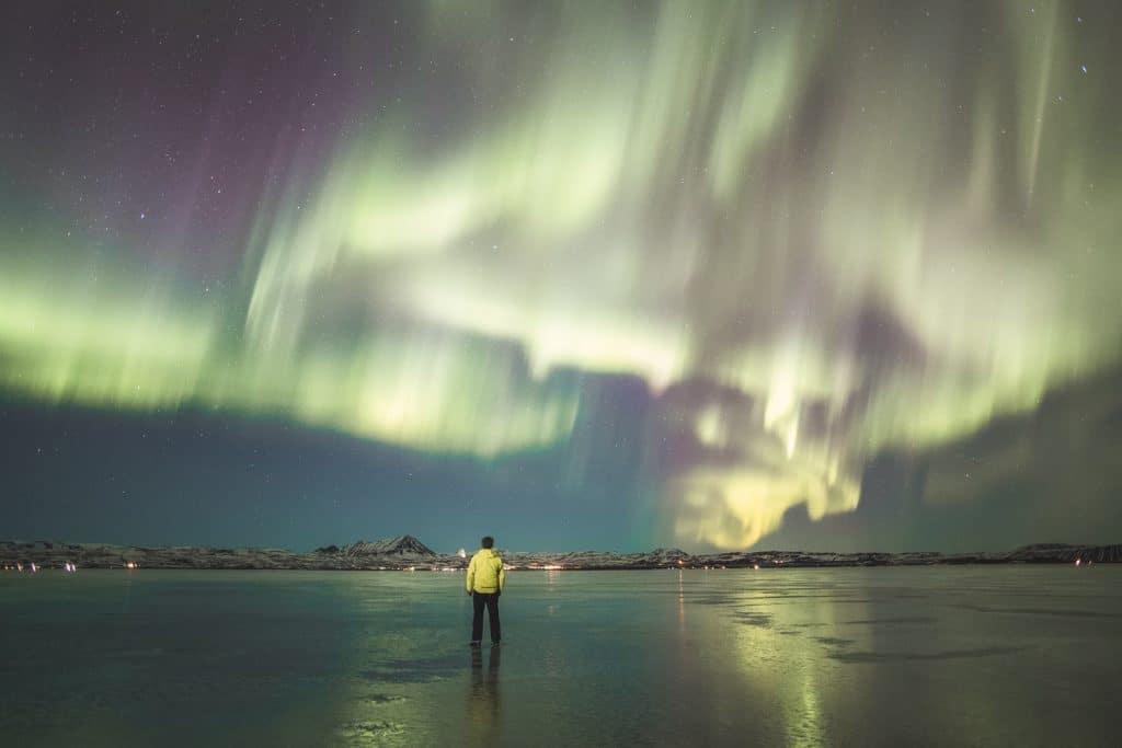 Groen noorderlicht in IJsland in de winter