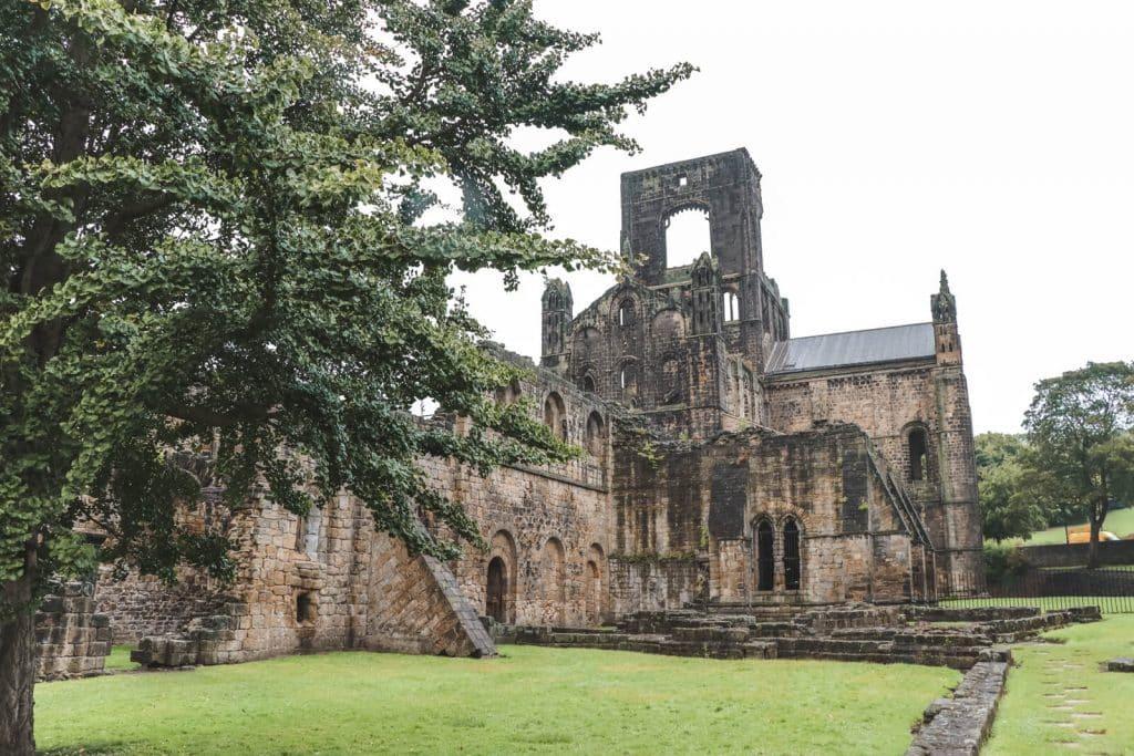 Ruïnes van klooster Kirkstall Abbey bij Leeds