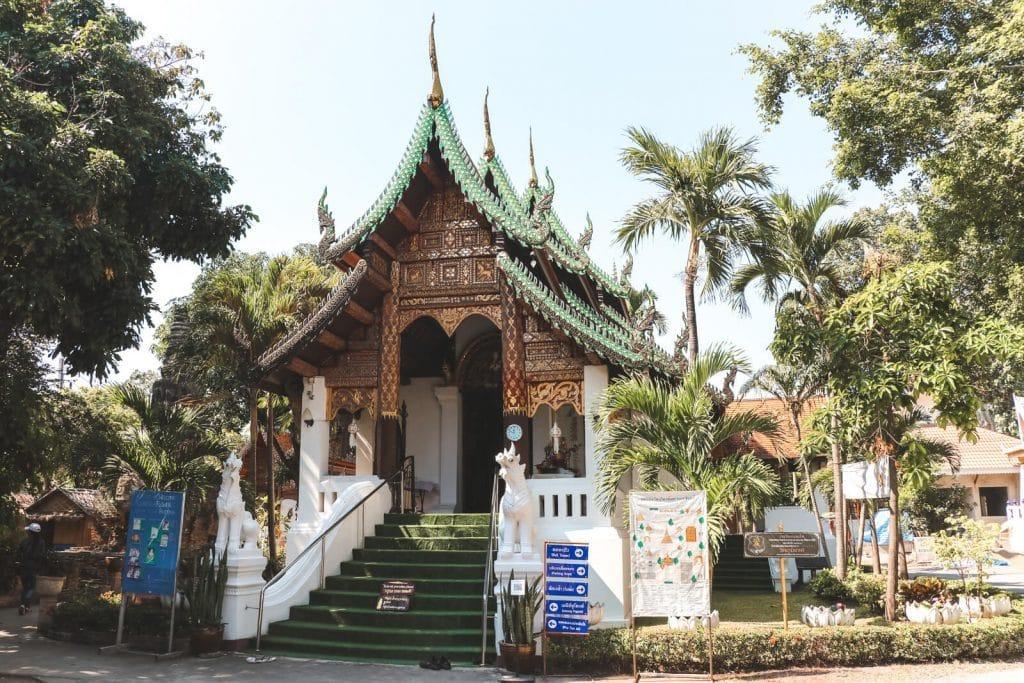 Houten tempel van Wat Umong Mahathera Chan in Chiang Mai