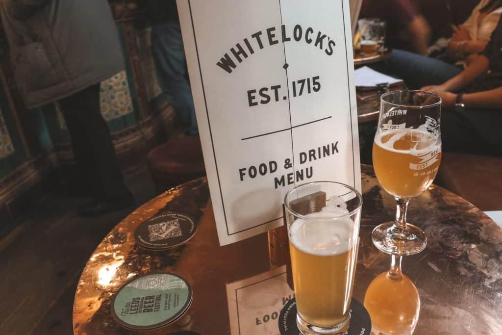 Bier op tafel in Whitelock's Leeds