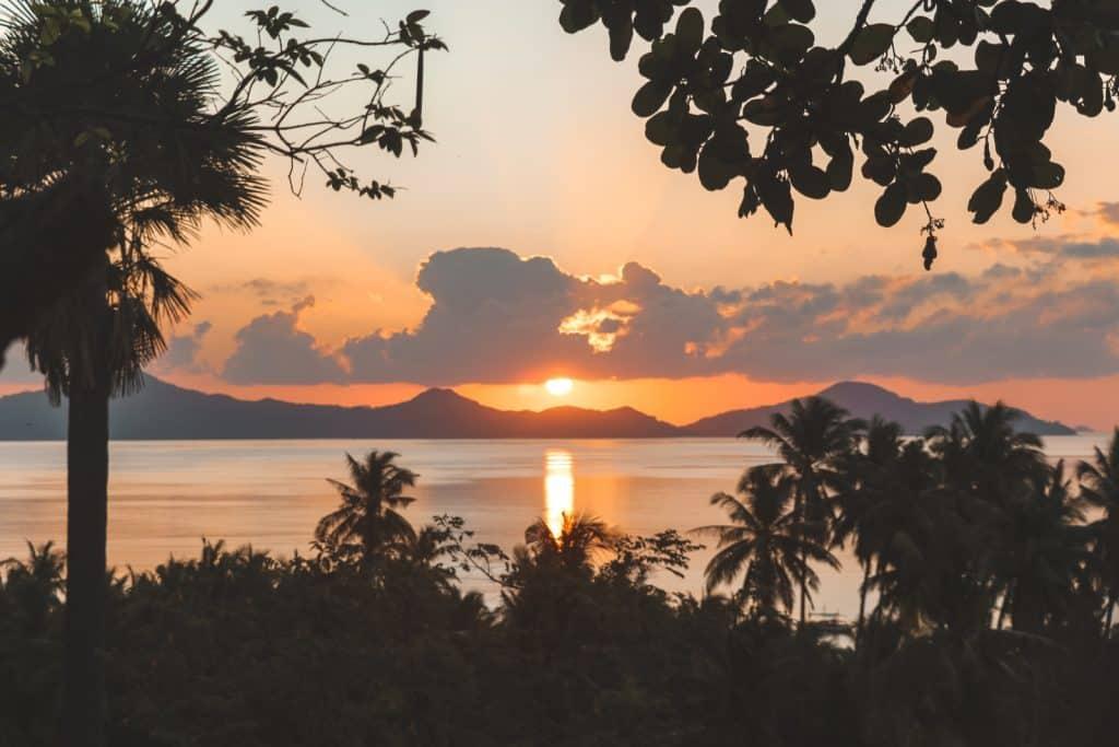 Oranje zonsopkomst Sibaltan Palawan Filipijnen