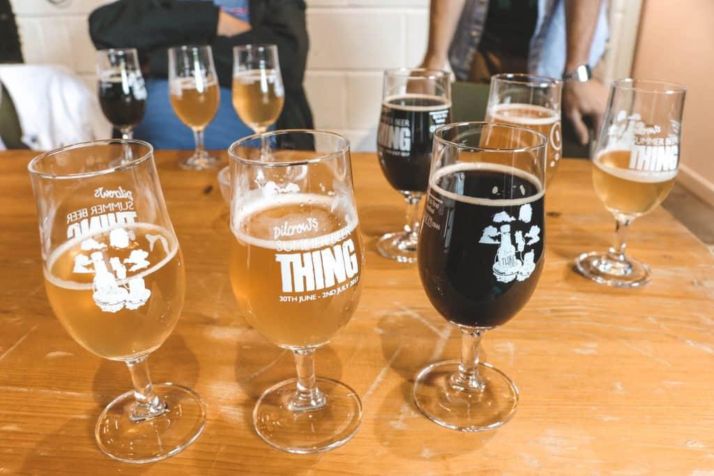 Proefglazen met drie soorten bier