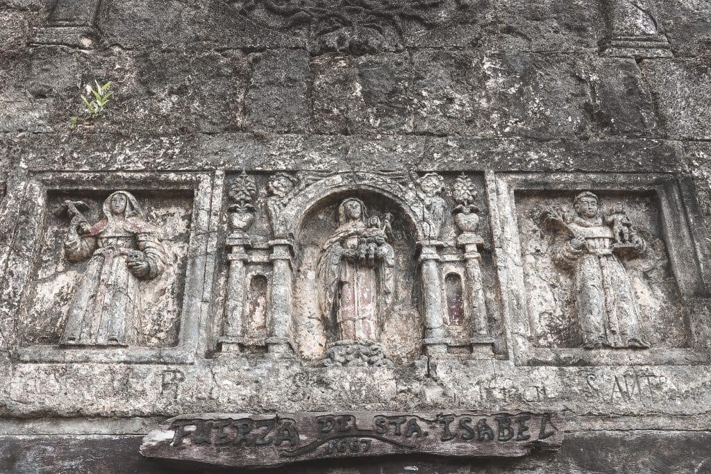 Stenen beelden in Fuerta de Santa Isabel