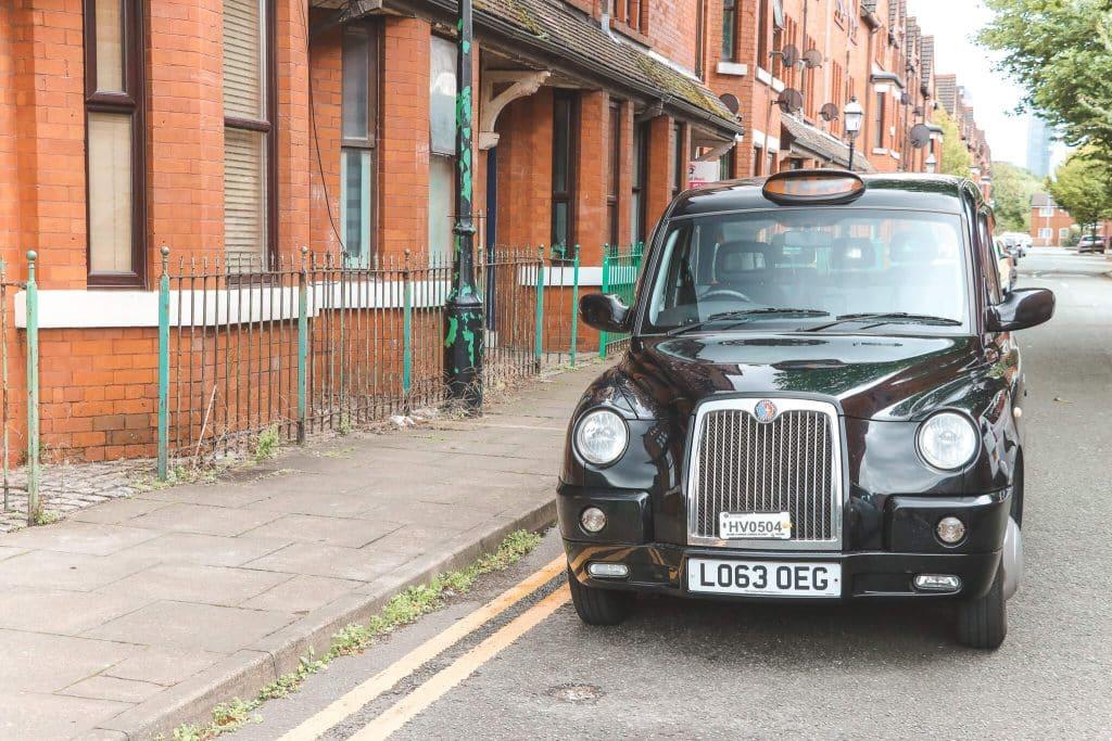 Zwarte taxi van Manchester Taxi Tours
