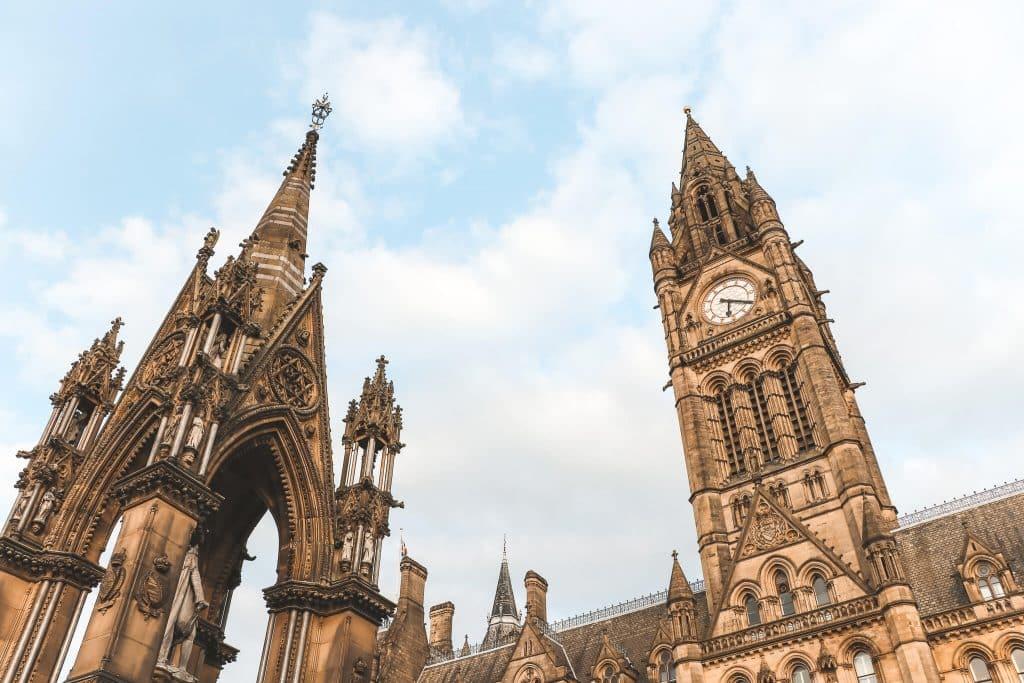 Het Victoriaanse Manchester Town Hall op Albert Square