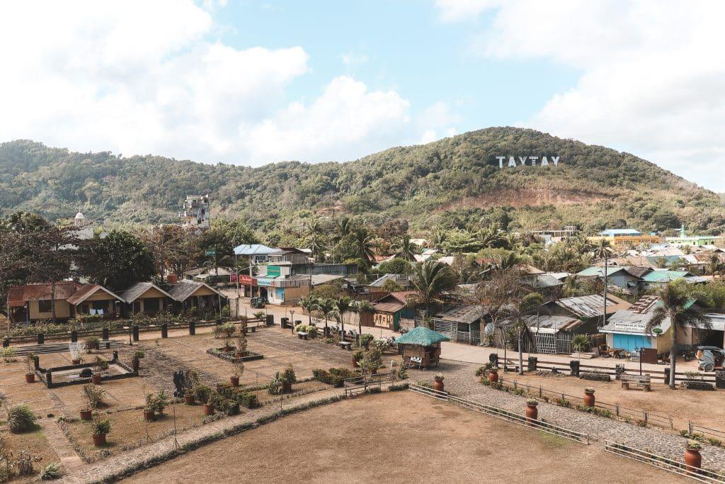 Uitzicht over het stadje Taytay vanaf fort