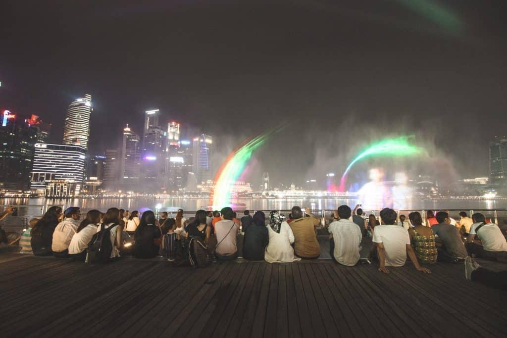Spectra lichtshow boven water