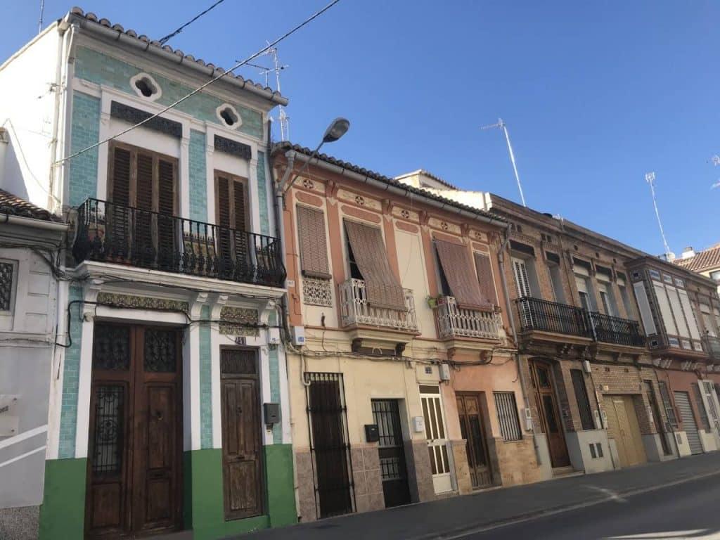 Gekleurde stenen huisjes in Valencia