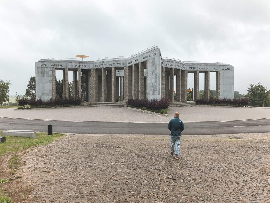 Stenen Amerikaans oorlogsmonument in Bastogne